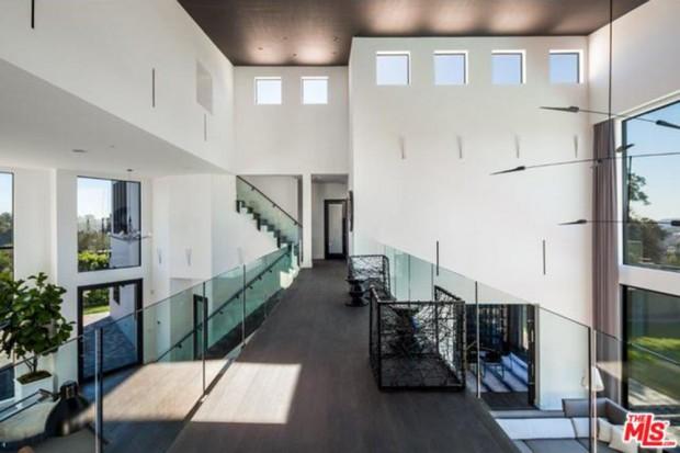 John-Legend-And-Chrissy-Teigen-Beverly-Hills-Real-Estate-Catwalk