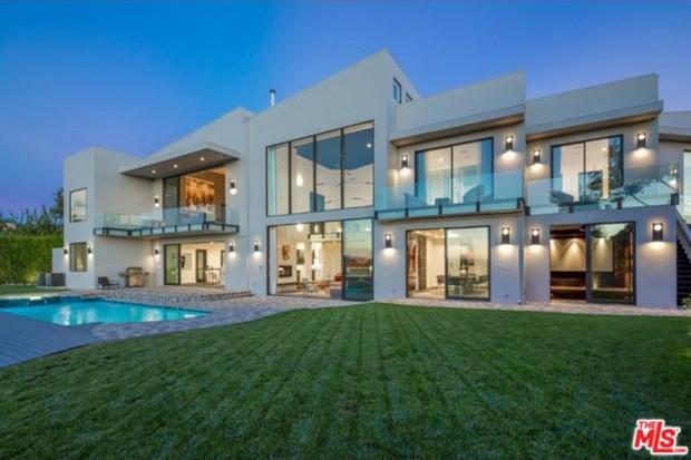 John-Legend-And-Chrissy-Teigen-Beverly-Hills-Real-Estate-Exterior