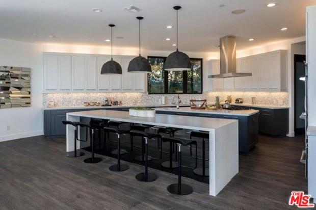 John-Legend-And-Chrissy-Teigen-Beverly-Hills-Real-Estate-Kithcen