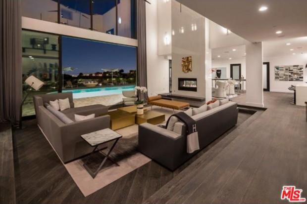 John-Legend-And-Chrissy-Teigen-Beverly-Hills-Real-Estate-Living-Room
