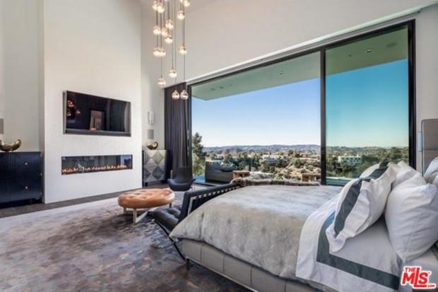 John-Legend-And-Chrissy-Teigen-Beverly-Hills-Real-Estate-Master-Bedroom-2