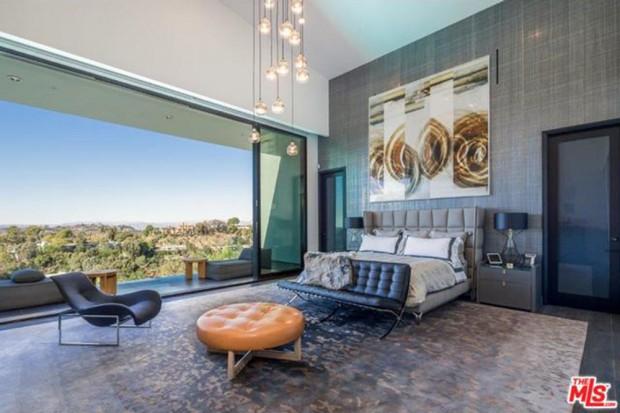 John-Legend-And-Chrissy-Teigen-Beverly-Hills-Real-Estate-Master-Bedroom