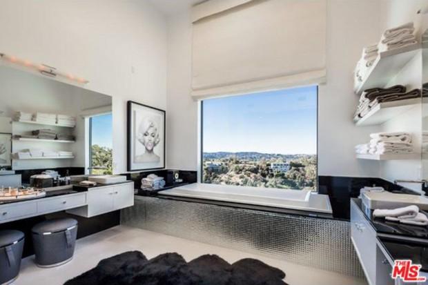 John-Legend-And-Chrissy-Teigen-Beverly-Hills-Real-Estate-Master-bathroom