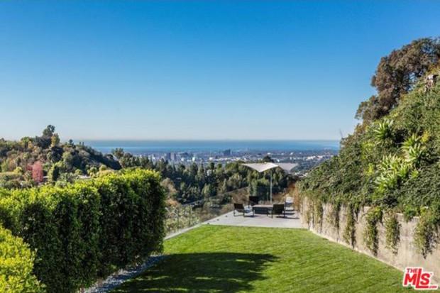 John-Legend-And-Chrissy-Teigen-Beverly-Hills-Real-Estate-View-2