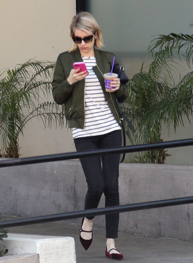 emma-roberts-getting-coffee-in-los-angeles-december-2015-4