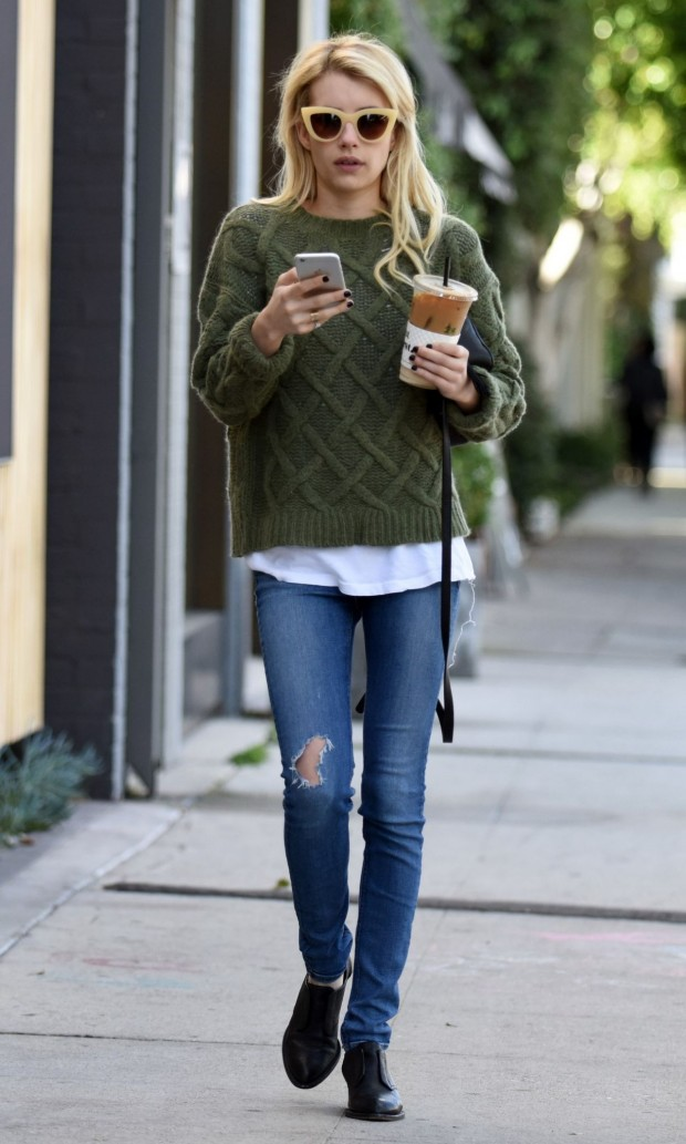emma-roberts-street-style-out-in-la-november-2015_4