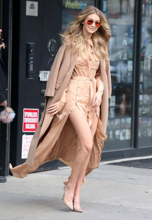 gigi-hadid-at-live-with-kelly-michael-in-new-york-city-12-8-2015_5