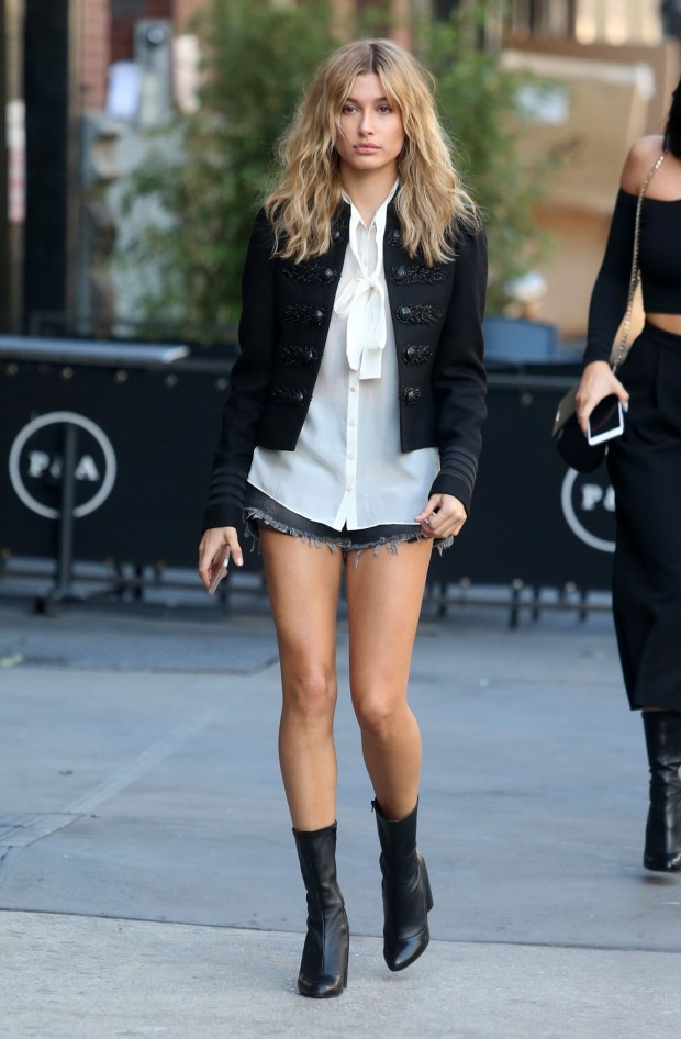 hailey-baldwin-leggy-in-jeans-shorts-new-york-city-october-2015_6