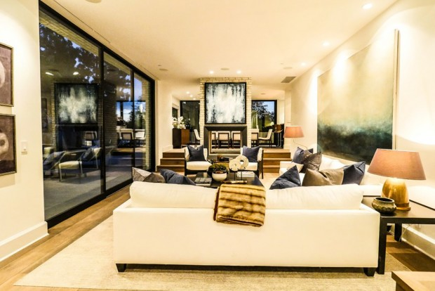 john-krasinski-and-emily-blunt-west-hollywood-home-for-sale-1-8-16-family-room-4