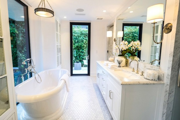 john-krasinski-and-emily-blunt-west-hollywood-home-for-sale-1-8-16-master-bathroom