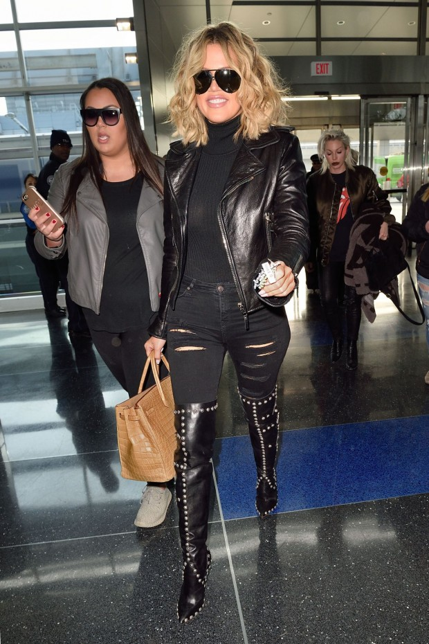 khloe-kardashian-at-jfk-airport-in-new-york-city-1-15-2016-13