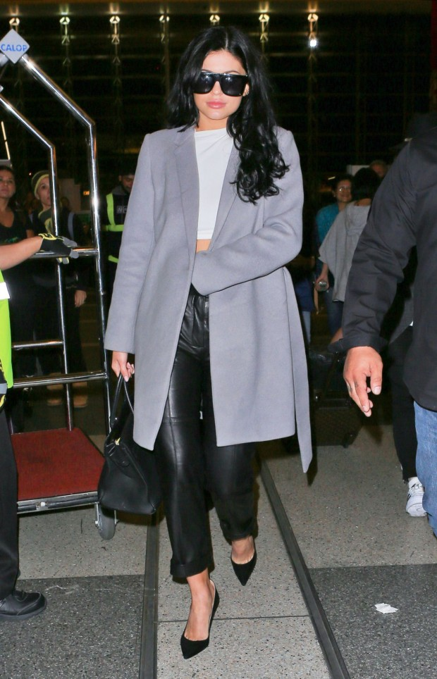 kylie-jenner-at-lax-airport-november-2015_4