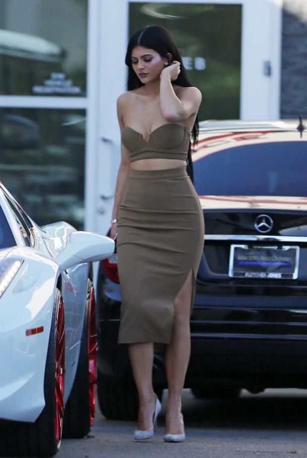15 Looks Da Kylie Jenner Por Aí Fashionismo