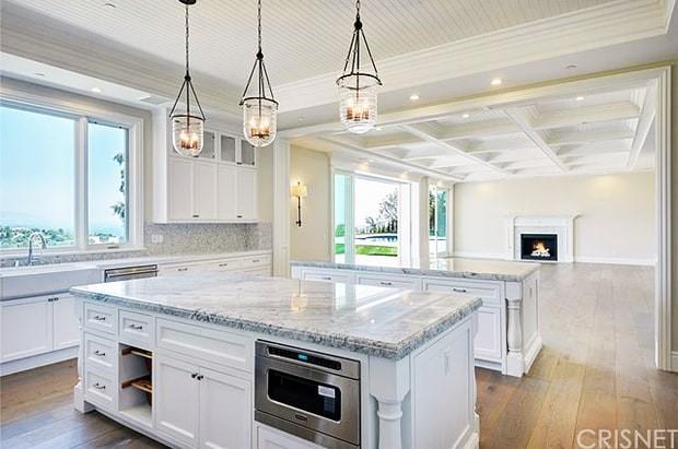 scott-disick-bachelor-pad-kitchen-zoom-9ab3f28d-584e-497b-9a5a-4f85c532a859