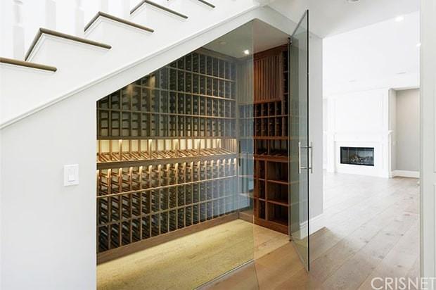 scott-disick-bachelor-pad-wine-closet-zoom-7f12fd0f-5aca-4fa3-a985-40f173917763