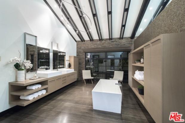 Calvin-Harris-Home-For-Sale-In-Los-Angeles-Bathroom