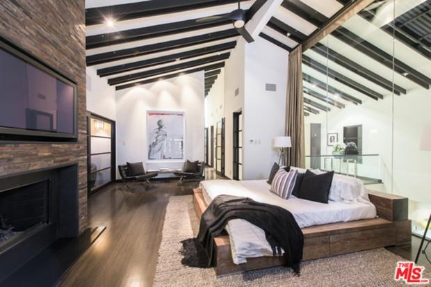 Calvin-Harris-Home-For-Sale-In-Los-Angeles-Bedroom-5