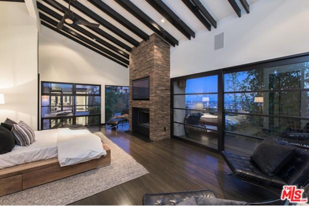 Calvin-Harris-Home-For-Sale-In-Los-Angeles-Bedroom-6