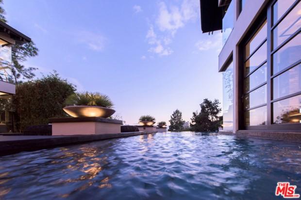 Calvin-Harris-Home-For-Sale-In-Los-Angeles-Pool