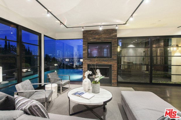 Calvin-Harris-Home-For-Sale-In-Los-Angeles-living-room-2
