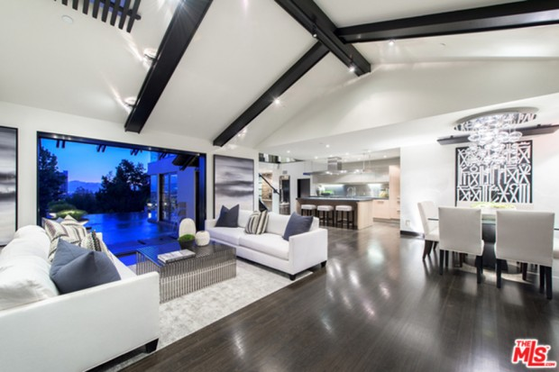 Calvin-Harris-Home-For-Sale-In-Los-Angeles-living-room-3