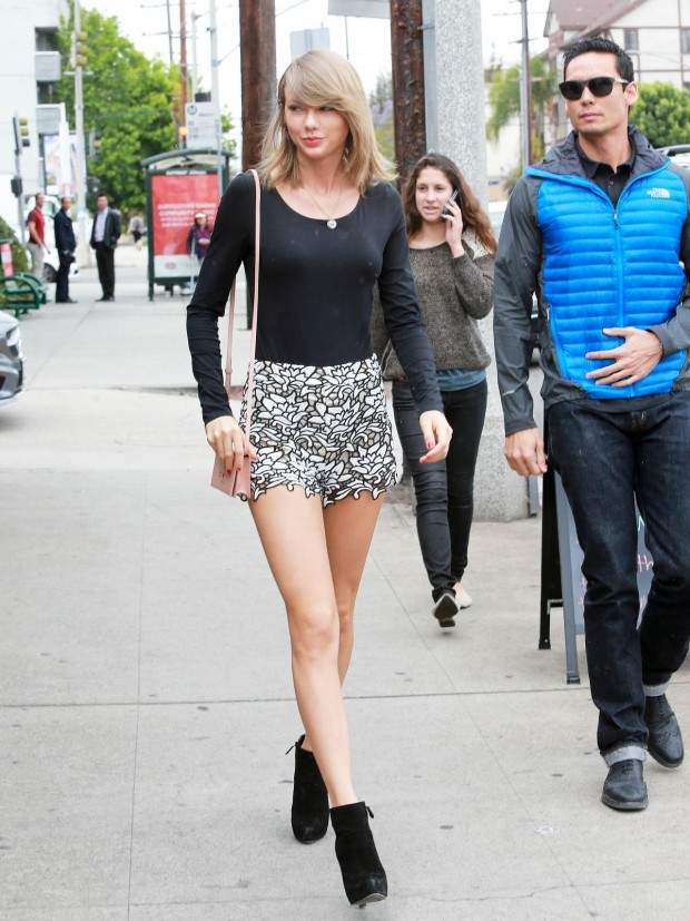 looks taylor swift por aí