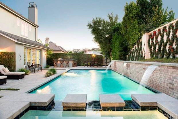 Kris-Jenner-House-In-Calabasas-Backyard-3