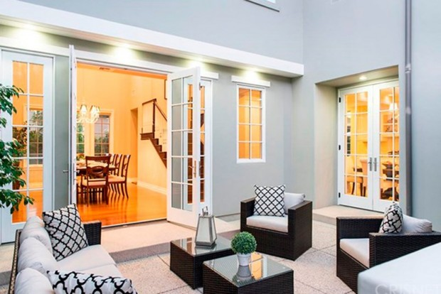 Kris-Jenner-House-In-Calabasas-Backyard-5