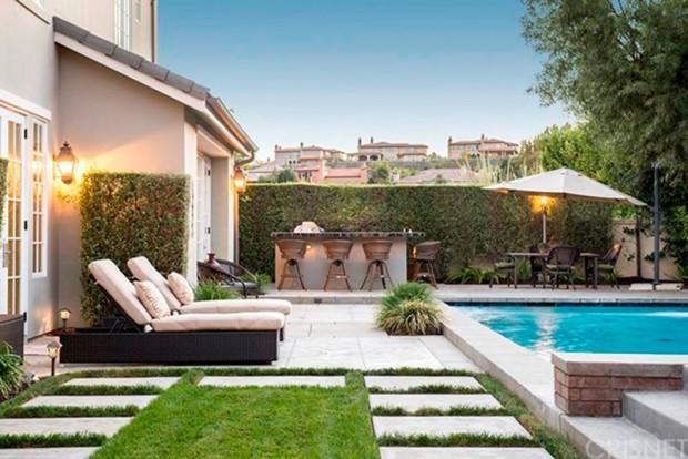 Kris-Jenner-House-In-Calabasas-Backyard