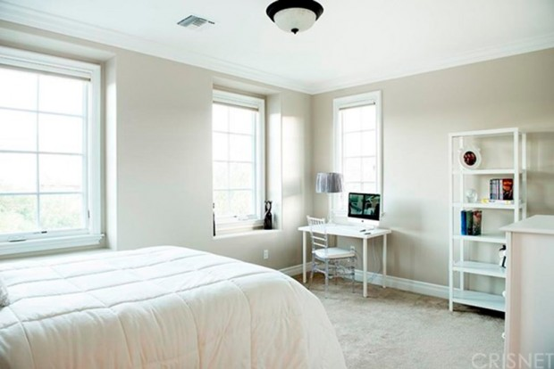 Kris-Jenner-House-In-Calabasas-Bedroom