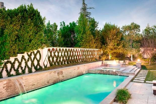 Kris-Jenner-House-In-Calabasas-Pool
