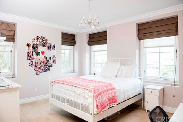 Kris-Jenner-House-In-Calabasas-bedroom-2