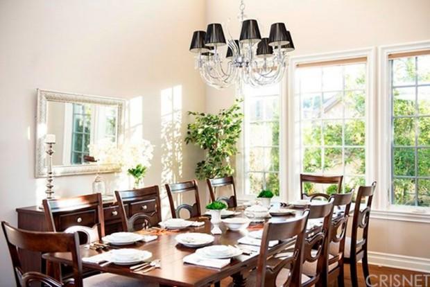 Kris-Jenner-House-In-Calabasas-dining-room-3