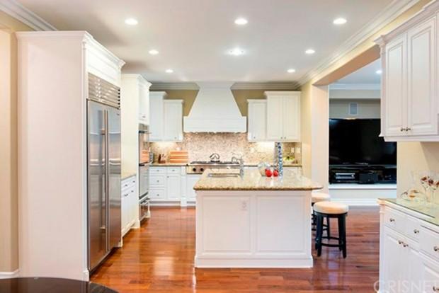 Kris-Jenner-House-In-Calabasas-kitchen-5