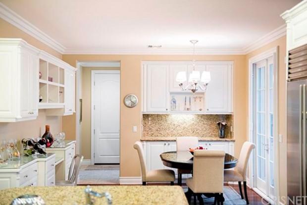 Kris-Jenner-House-In-Calabasas-kitchen