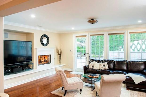 Kris-Jenner-House-In-Calabasas-living-room-3