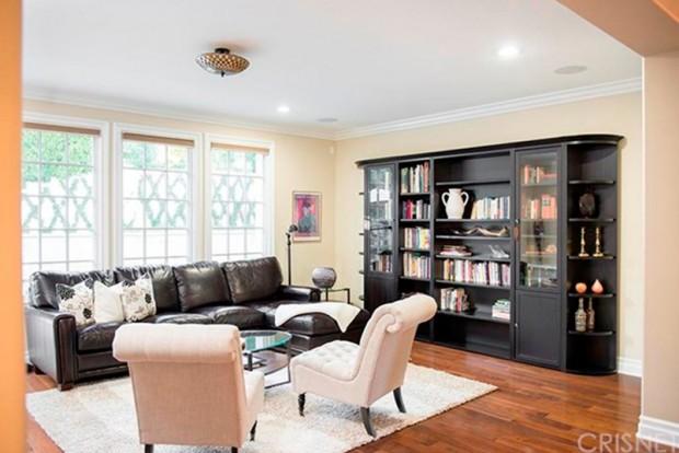 Kris-Jenner-House-In-Calabasas-living-room-4