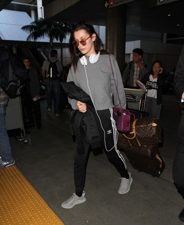 bella-hadid-airport-style-lax-in-la-december-2015_6