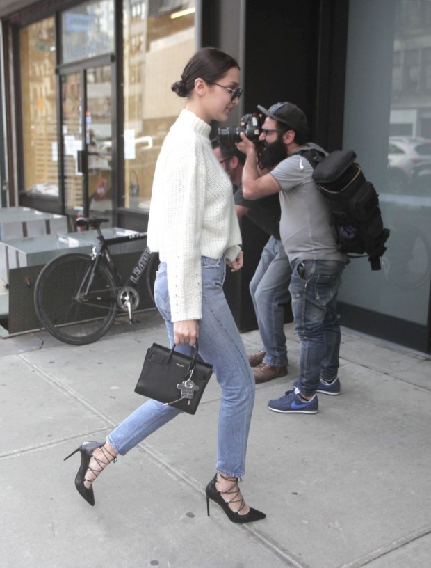 bella-hadid-in-levi-s-jeans-out-in-nyc-october-2015_4