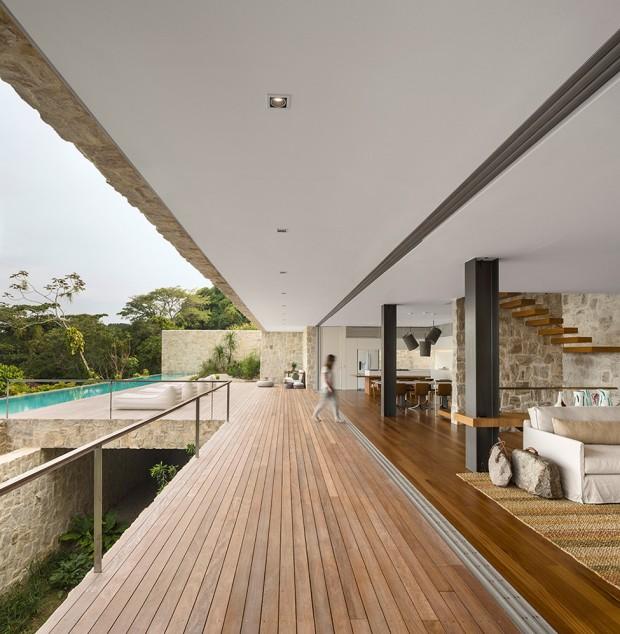 Luxury-Villa-in-Brazil-by-Studio-Arthur-Casas-3