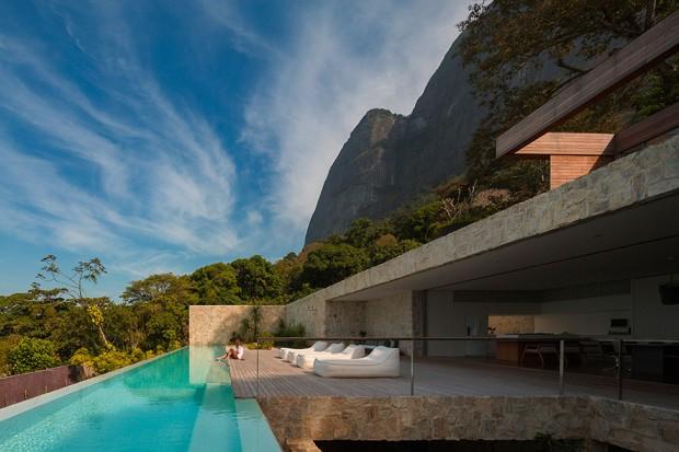 Luxury-Villa-in-Brazil-by-Studio-Arthur-Casas