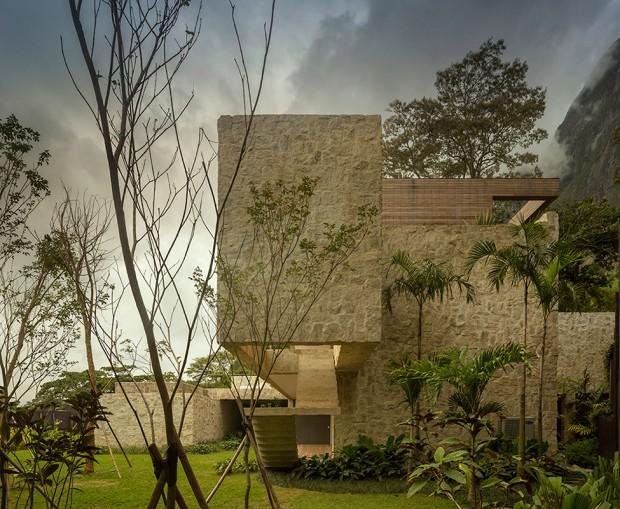 Luxury-Villa-in-Brazil-by-Studio-Arthur-Casas-9