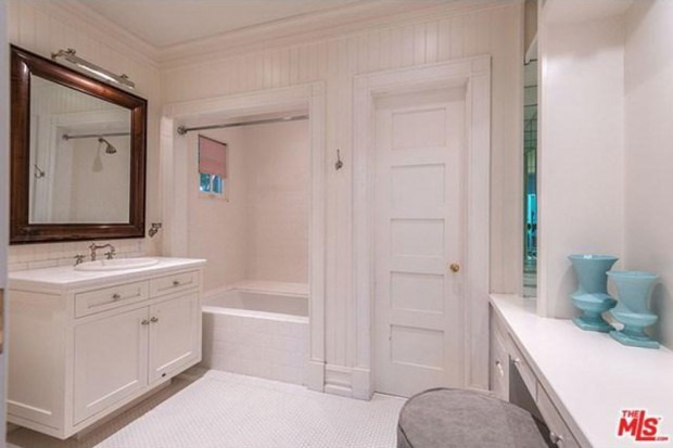 Adele-house-in-beverly-hills-ca-bathroom