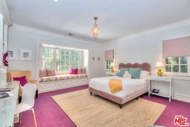 Adele-house-in-beverly-hills-ca-bedroom