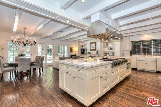 Adele-house-in-beverly-hills-ca-kitchen-2