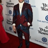 11 Looks do Ed Westwick por aí