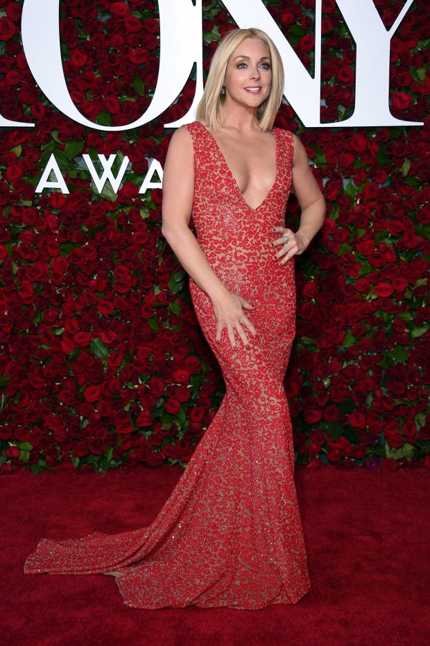 NEW YORK, NY – JUNE 12:  Actress Jane Krakowski attends the 70th Annual Tony Awards at The Beacon Theatre on June 12, 2016 in New York City.  (Photo by Dimitrios Kambouris/Getty Images for Tony Awards Productions)