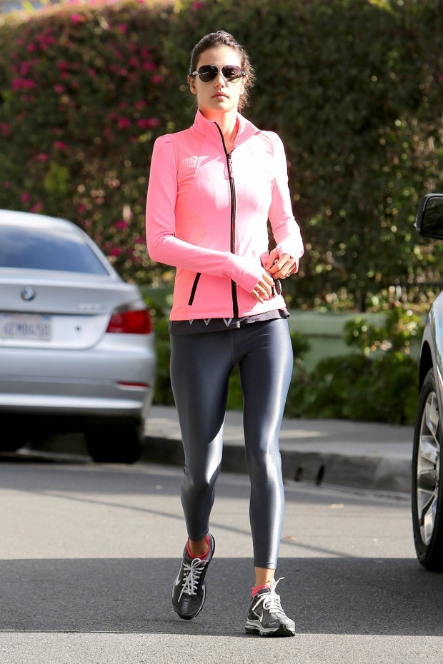 alessandra-ambrosio-workout-style-februray-2014-_7