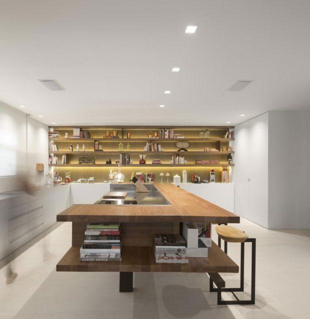 012-barra-residence-studio-arthur-casas-1050x1083