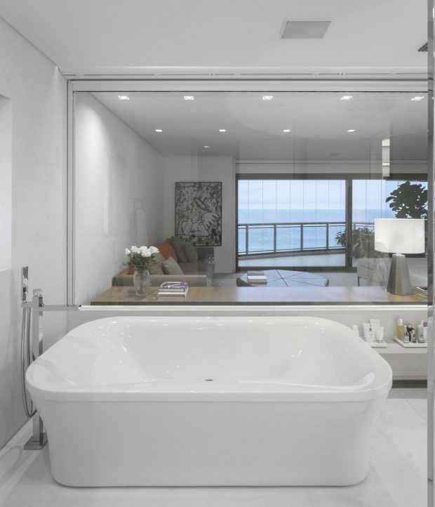 018-barra-residence-studio-arthur-casas-1050x1222